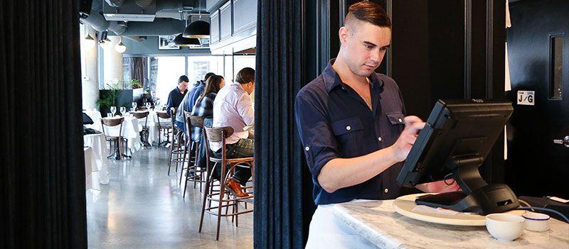 restaurant-staff-using-digital-tools