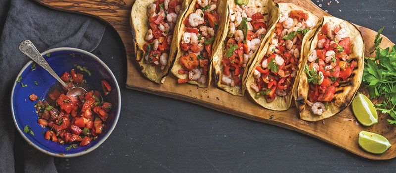 plate-of-tacos-and-salsa