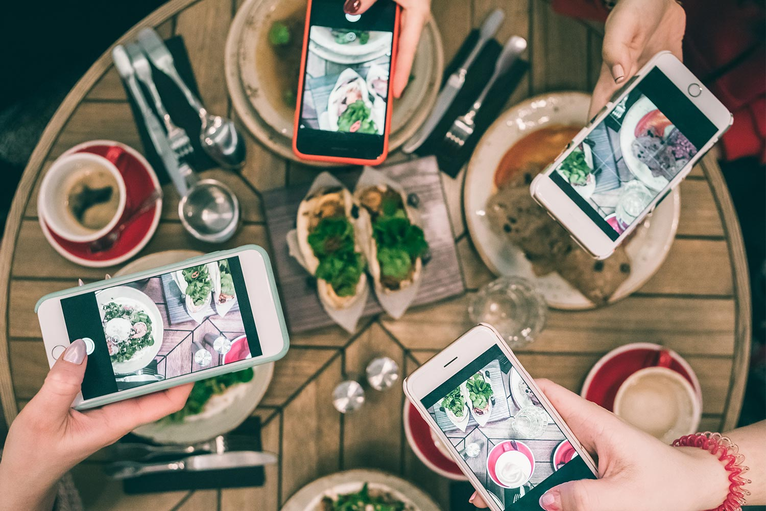 10 Simple & Effective Social Media Ideas for Restaurants