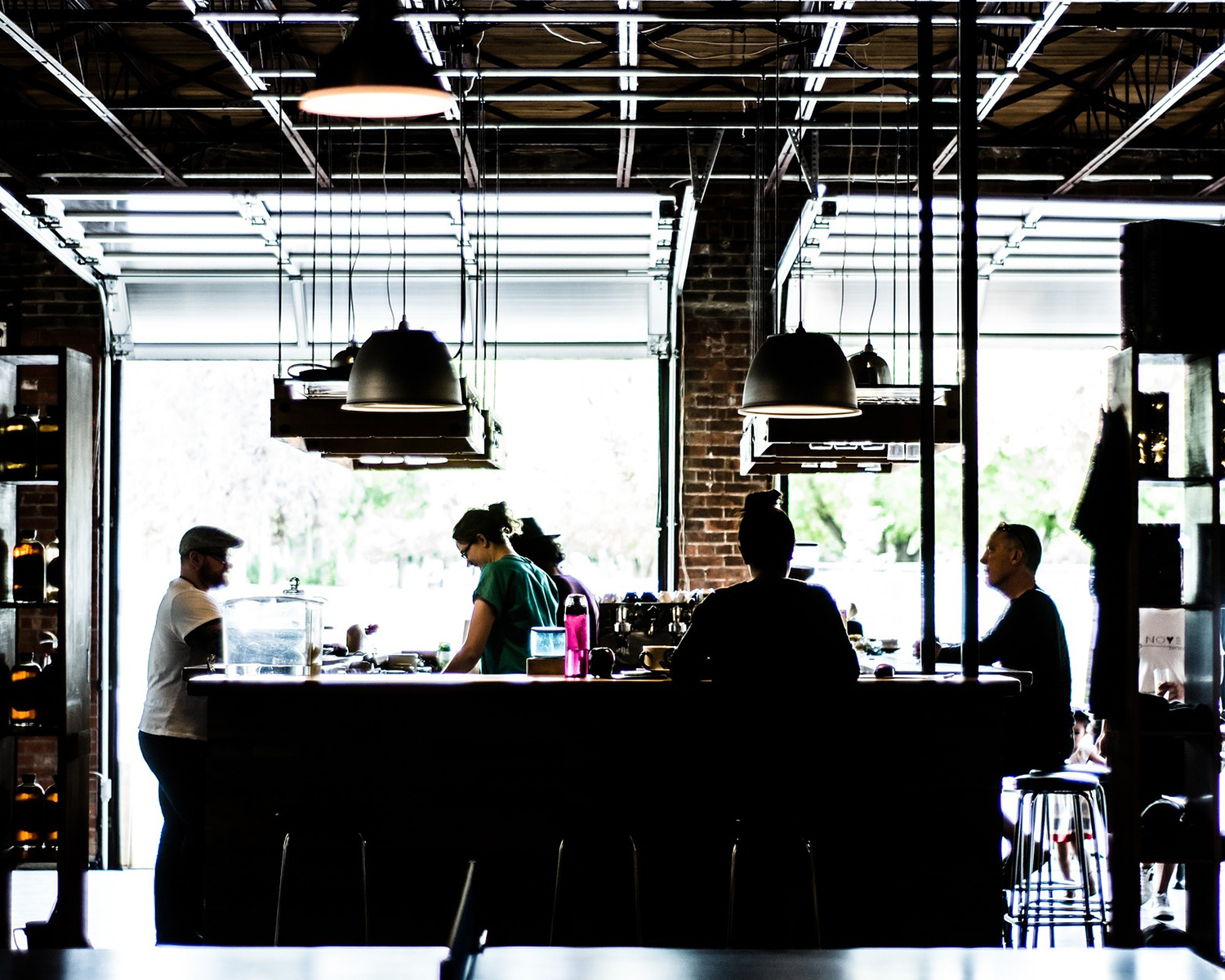 How to Improve Team Communication with Restaurant Staff and Management
